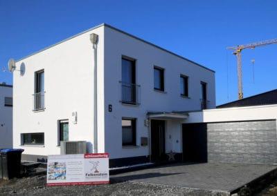 Schlüsselfertiger Hausbau eines Einfamilienhauses mit Flachdach