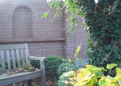 Erstellung einer rustikalen Gartenmauer