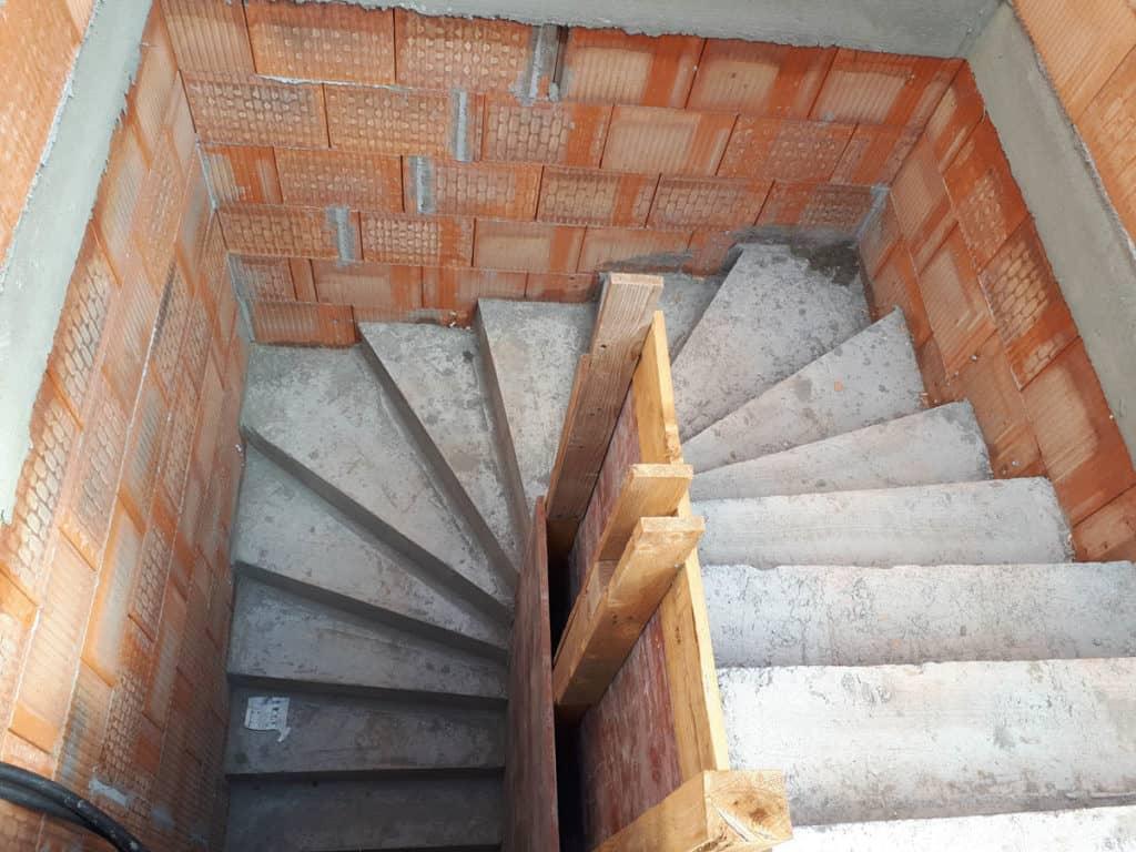 9 Haus Satteldach Erker Fundamentgraeben 10