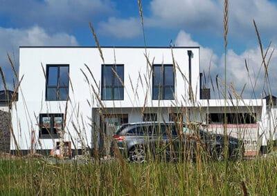 Bau eines Flachdachhauses mit integrierter Garage