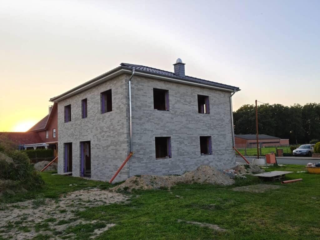 24 Fertigstellung Rohbau Klinkerfassade Helle Fuge
